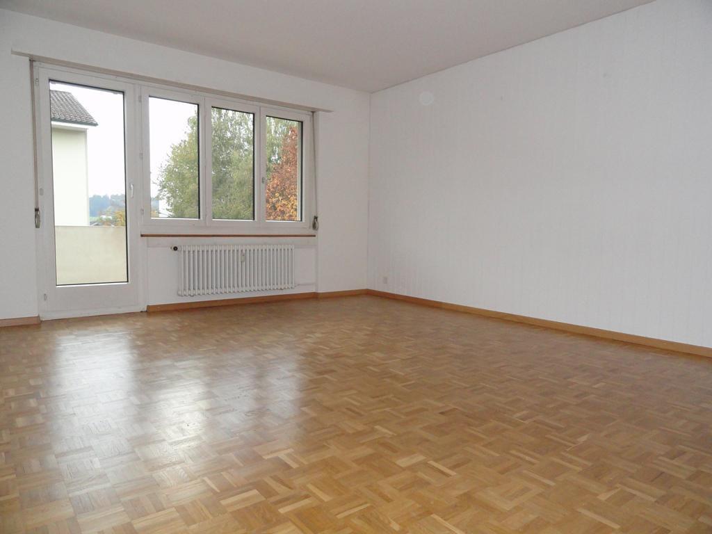 Miete: helle Wohnung mit Balkon